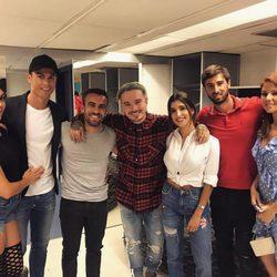 Cristiano Ronaldo y Georgina Rodríguez con unos amigos posando con J Balvin