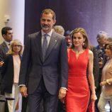 Los Reyes Felipe y Letizia en la entrega de las becas 'la Caixa'