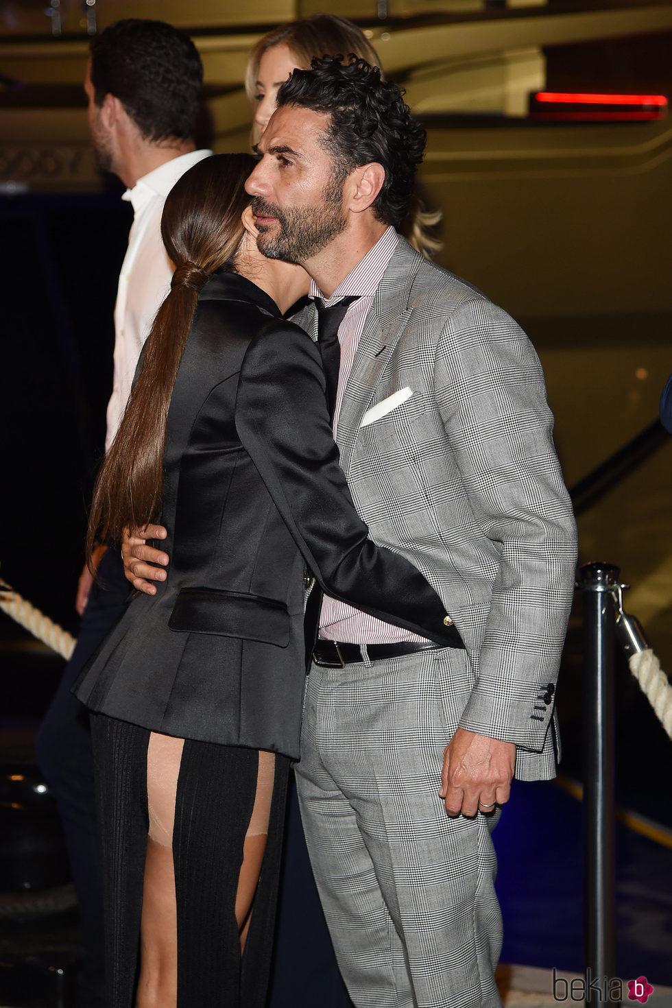 Eva Longoria muy cariñosa con Jose Antonio Baston en la fiesta de L'Oreal en Cannes 2017