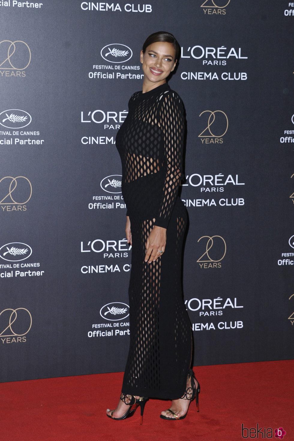 Irina Shayk luciendo figura dos meses después de haber sido madre en la fiesta L'Oreal de Cannes 2017