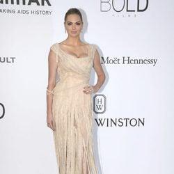 Kate Upton en la Gala amfAR del Festival de Cannes 2017