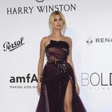 Hailey Baldwin en la Gala amfAR del Festival de Cannes 2017