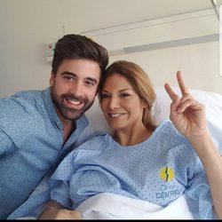 Sergio Ayala visita a Ivonne Reyes tras ser operada de la pierna