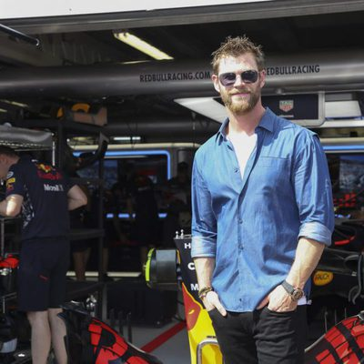 Chris Hemsworth en el paddock del GP de Mónaco 2017