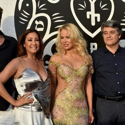Pamela Anderson y Maria Bravo en la inauguración del chiringuito 'Playa Padre' en Marbella