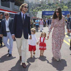 Andrea Casiraghi con Tatiana Santo Domingo y sus hijos en el GP de Mónaco 2017