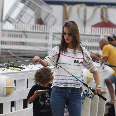 Alessandra Ambrosio de vacaciones en Malibú