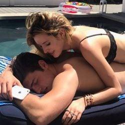 Bella Thorne y su ex Gregg Sulkin disfrutan de un día de piscina