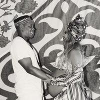 Beyoncé y Jay Z se agarran de las manos y se miran dulcemente
