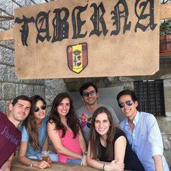 Iker Casillas y Sara Carbonero disfrutan de las fiestas de Navalacruz entre amigos