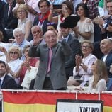 El Rey Juan Carlos, emocionado al coger la montera en una corrida de toros en Las Ventas