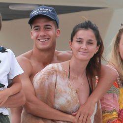 Lucas Vázquez y su novia disfrutando del mar en Ibiza