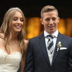 Iker Muniain y Andrea Sesma tras convertirse en marido y mujer en una romántica boda en Bilbao