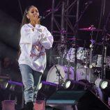 Ariana Grande se emociona en el concierto One Love Manchester