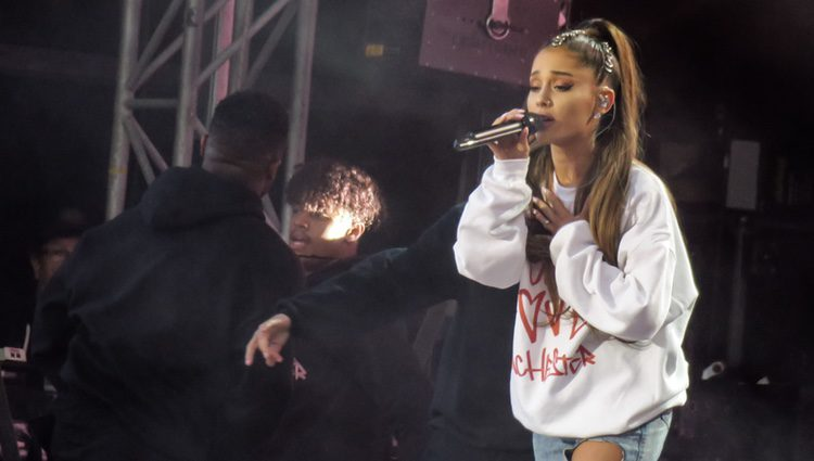 La cantante Ariana Grande durante el concierto One Love Manchester