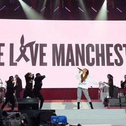 Ariana Grande durante el concierto de One Love Manchester