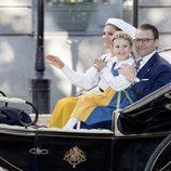 Victoria y Daniel de Suecia con la Princesa Estela en el Día Nacional de Suecia 2017