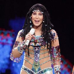Cher cantando en su tour Dressed to Kill 2014