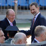 El Rey Juan Carlos y el Rey Felipe, muy cómplices en su despedida al Estadio Vicente Calderón