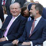 El Rey Juan Carlos y el Rey Felipe, emocionados en su despedida al Vicente Calderón