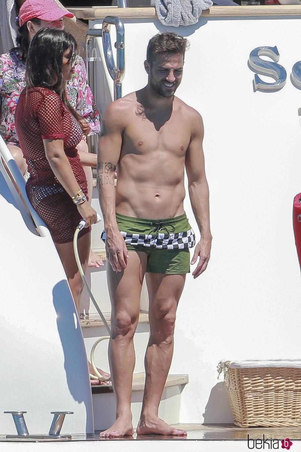 Cesc Fàbregas con el torso desnudo en Ibiza