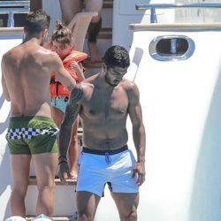 Luis Suárez con el torso desnudo en un barco en Ibiza