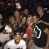 Leo Messi, Antonella Roccuzzo, Cesc Fábregas, Daniella Semaan, Luis Suárez y Sofia Balbi de fiesta en Ibiza