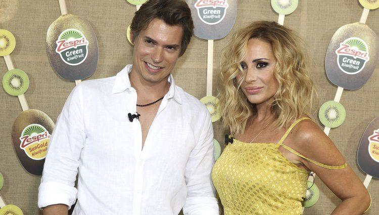 Carlos Baute y Marta Sánchez promocionando la marca Zespri