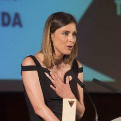 Sandra Barneda agradeciendo su Premio Triángulo Visibilidad