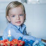 El Príncipe Nicolás de Suecia celebrando su segundo cumpleaños