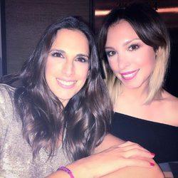 Nuria Fergó y Gisela cenando juntas muy contentas en Barcelona