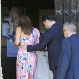 David Bustamante agarrando a Paula Echevarría por la cintura en la Comunión de Daniella
