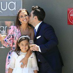 El beso de David Bustamante a Paula Echevarría en la Comunión de Daniella