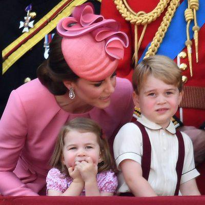 Kate Middleton muy atenta de sus hijos en la tradicional Trooping The Colour
