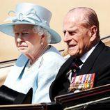 La Reina Isabel II y el Duque de Edimburgo en la tradicional Trooping The Colour