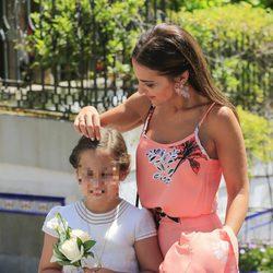 Paula Echevarría, muy pendiente de Daniella en el Corpus Christi