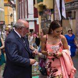 Paula Echevarría con su padre en el Corpus Christi de Candás