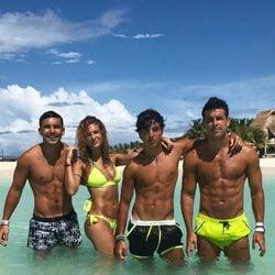 Christian, Sheila, Óscar y Mario Casas luciendo palmito en las playas de México