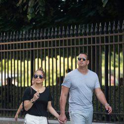 Jennifer Lopez y Alex Rodríguez paseando por las calles de París