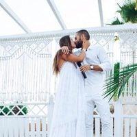 Malena Costa y Marioa Suárez besándose el día de su boda