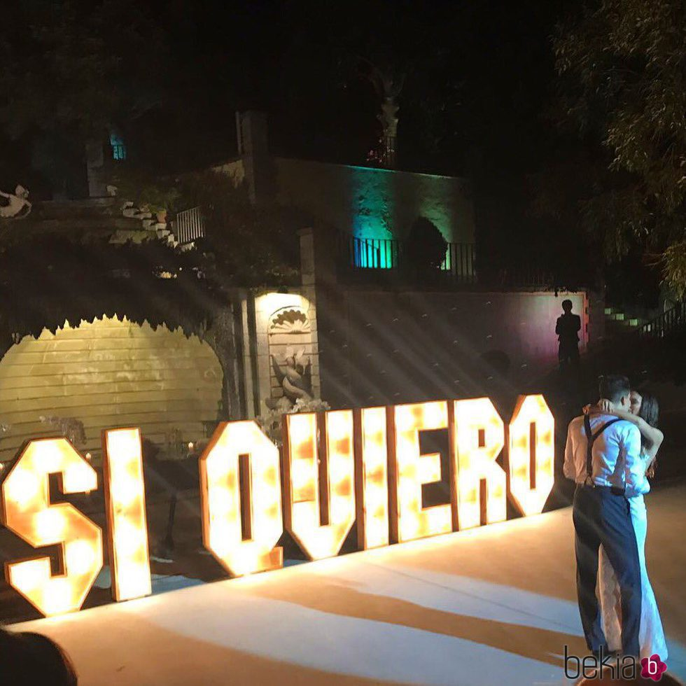 Melissa Jiménez y Marc Bartra durante el baile nupcial de su boda