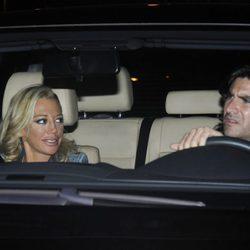 Toño Sanchís con Belén Esteban en el coche