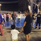 Anabel Pantoja con Alberto Isla tras el concierto de Isabel Pantoja en Sevilla