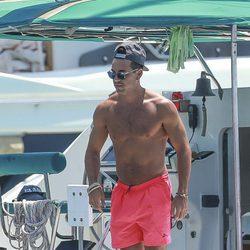 Mario Casas con el torso desnudo en Ibiza