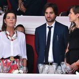 Carolina de Mónaco con Carlota Casiraghi y Dimitri Rassam en el concurso de saltos de Mónaco 2017