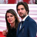 Carlota Casiraghi y Dimitri Rassan, muy enamorados en el concurso de saltos de Mónaco