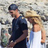 Álvaro Morata y Alice Campello de paseo por Formentera