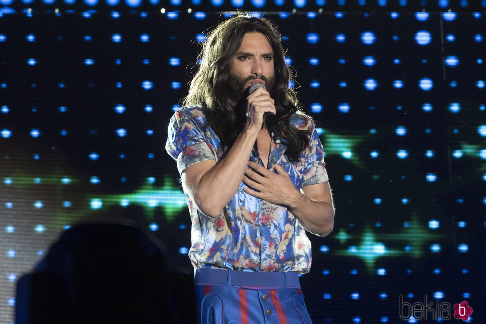 Conchita Wust actuando en el World Pride 2017