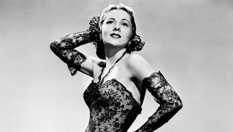 Joan Fontaine posando en el mejor momento de su carrera