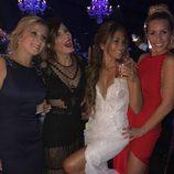 Antonella Roccuzzo rodeada de amigas el día de su boda